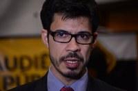 Buracos nas ruas: Professor Sebastian solicita intervenção do MPE