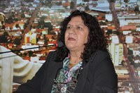 Dona Neide pede recuperação de ruas com asfalto danificado