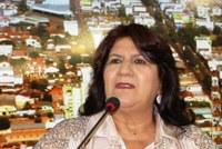 Dona Neide trabalha pela volta das aulas de Inglês na rede municipal