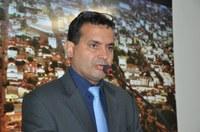 Professor Vagner cobra extensão de rede e iluminação no Distrito de Progresso