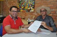 Quintão apresenta projeto de flexibilização para secretário de Indústria e Comércio